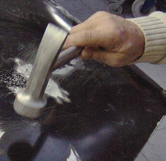 Młotek z aluminiowym bijakiem (kolejność uderzeń jak przy blasze stalowej)