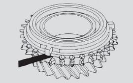 Sprawdzanie szczelinomierzem zużycia stożka synchronizatora