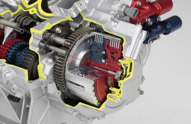 Motocyklowa skrzynia dwusprzęgłowa z elektrycznymi siłownikami sterującymi (Honda)