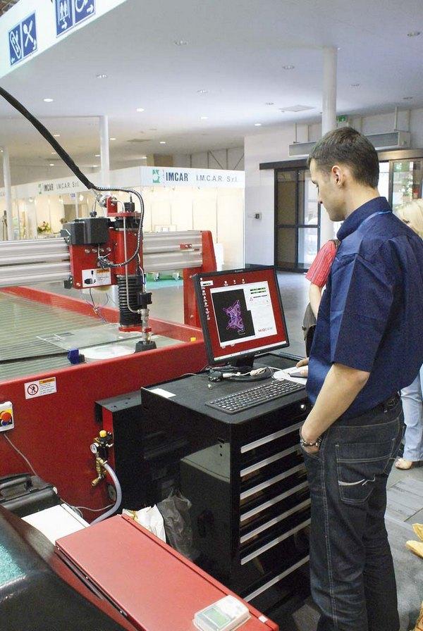 Sterowanie maszyną do cięcia wodą odbywa się za pomocą przyjaznego oprogramowania
